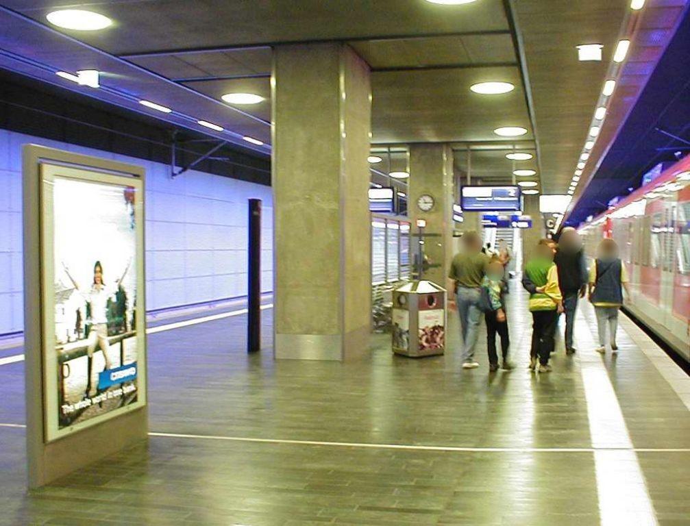S-Bf Flughafen, Bstg., Gleis 2, 1. Sto.