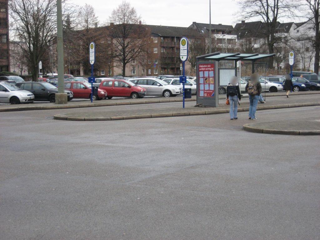 Am Hbf/Busbahnhof/HST D/außen