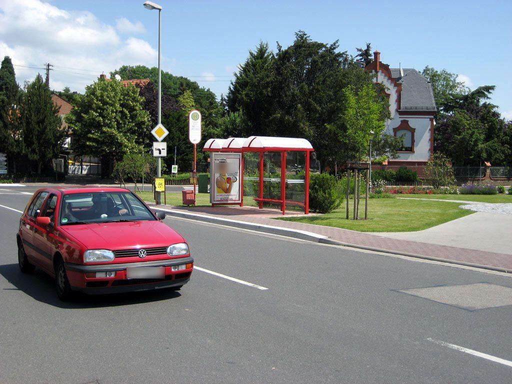 Bahnstr.   2/Hauptstr./Kirche innen