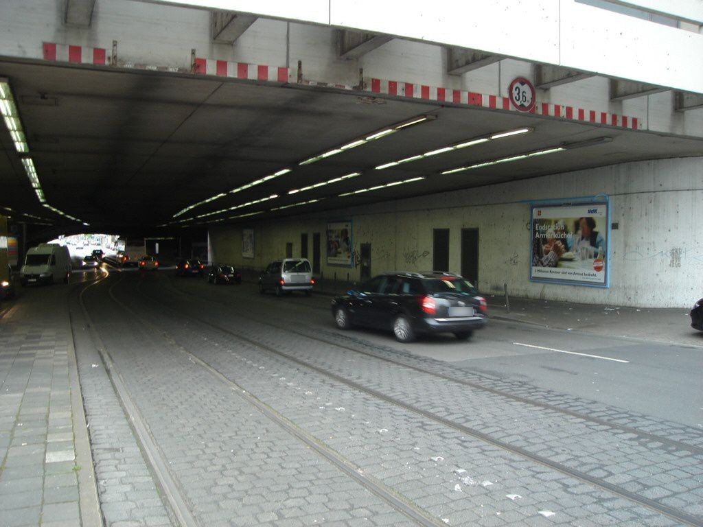 Kölner Str./Worringer Platz Ufg.re.