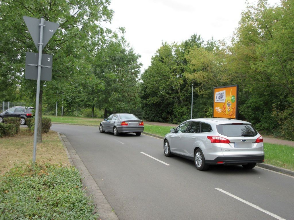 Olvenstedter Graseweg  37/Haupteinf. li.
