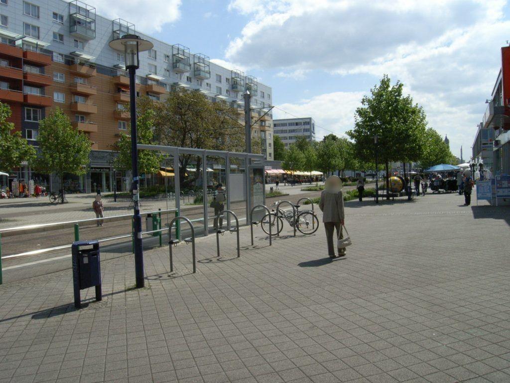 Breiter Weg 120a Ri. Hasselbachplatz RS