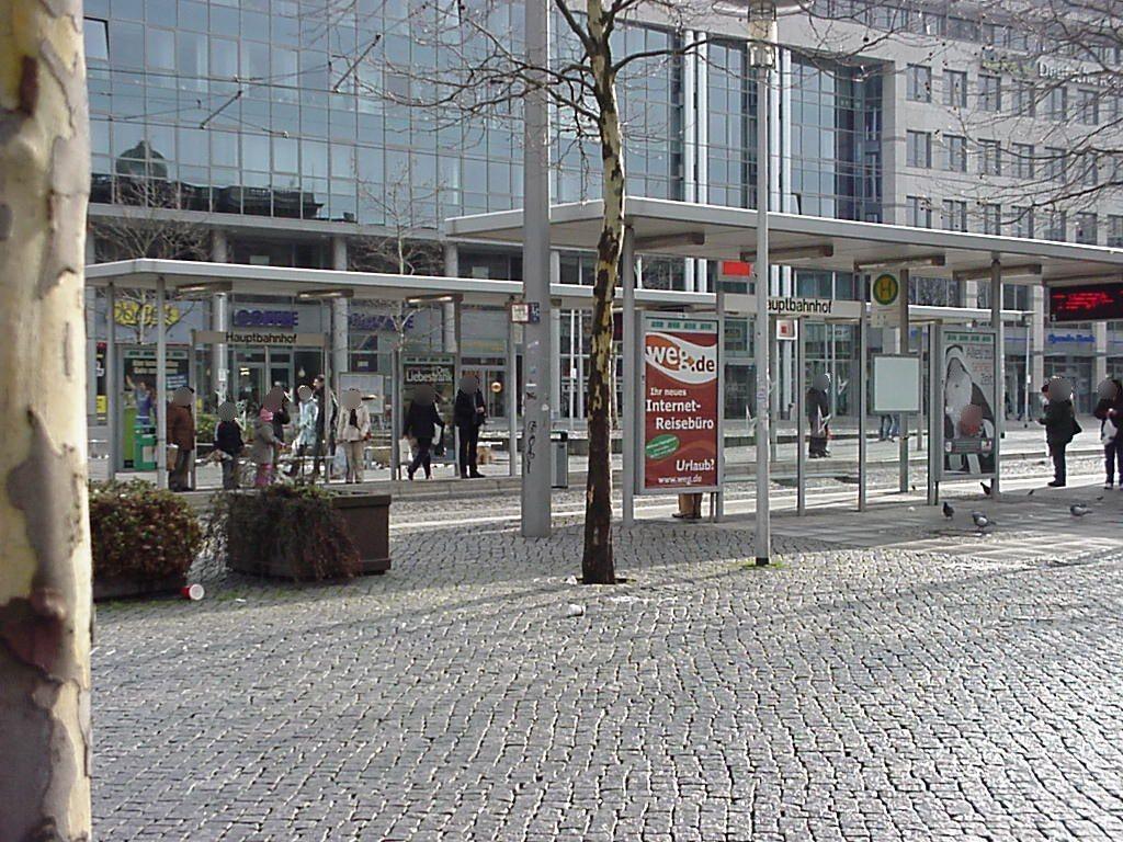 Willy-Brandt-Platz/Hbf. re./RS