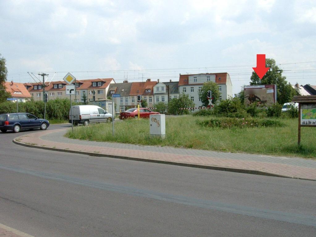 Blumenthaler Str. Bahnübergang/RS quer sew.