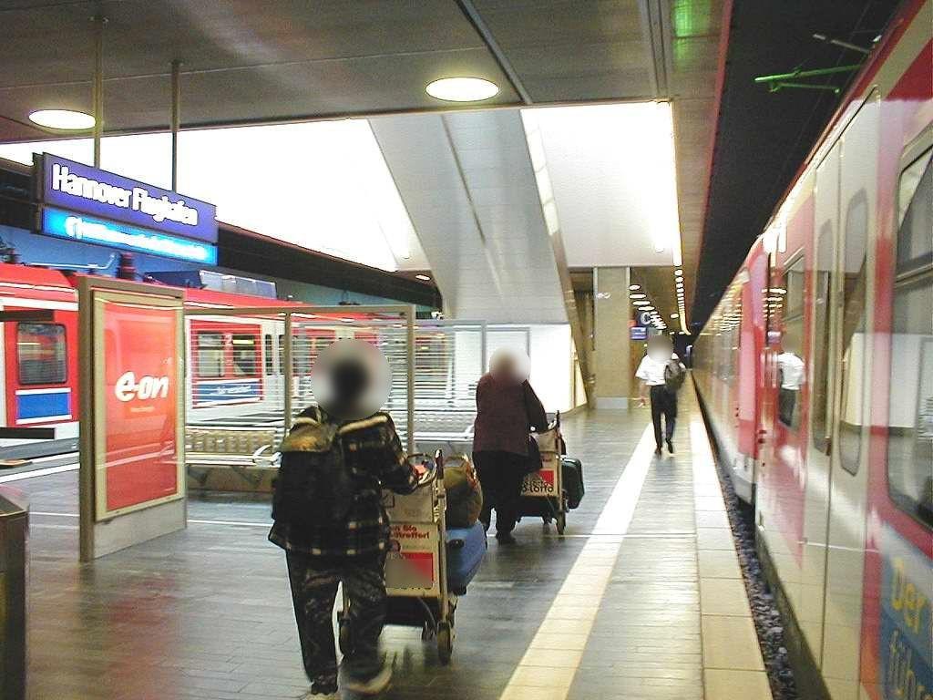 S-Bf Flughafen, Bstg., Gleis 1, 2. Sto.