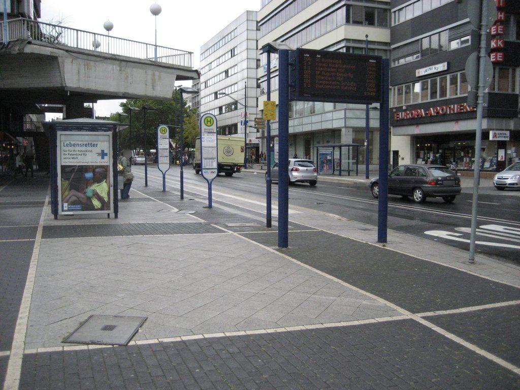 Marktplatz/Berliner Str./Bussteig 4/außen