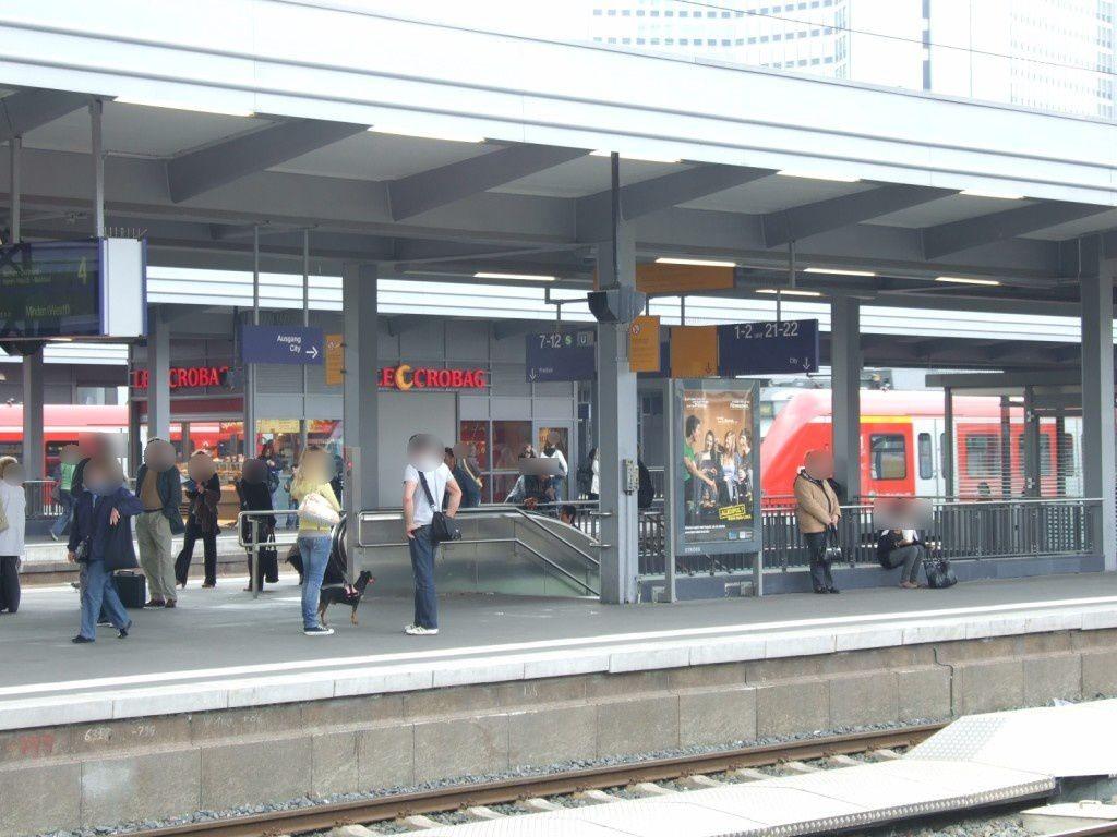 Hbf, Bstg. Gleis 4/Fahrtreppe Ost/Si. Gleis