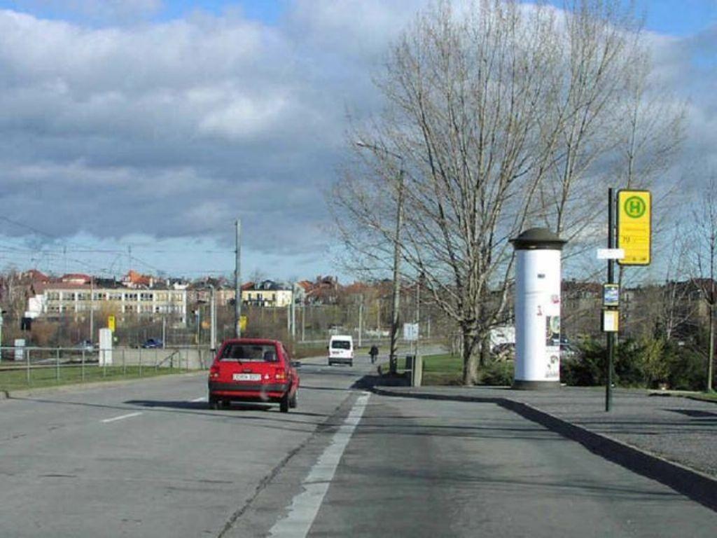 Julius-Vahlteich-Str./Fußgängertunnel