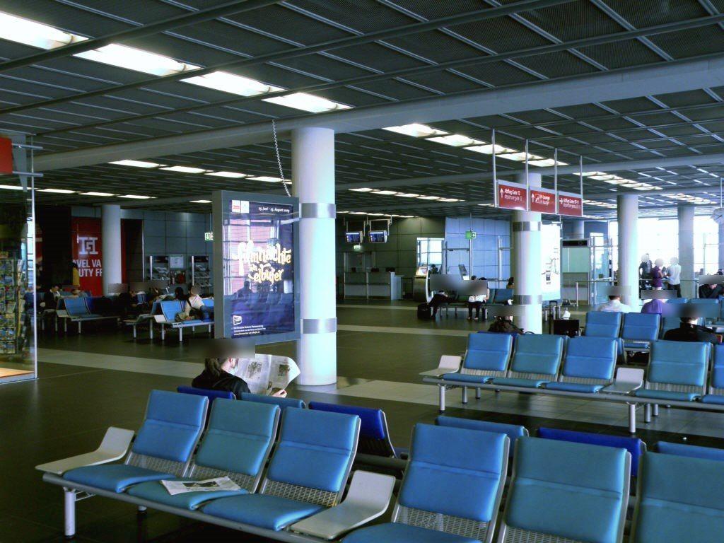 Flughafen - Zugang Gate 1 - 4/RS