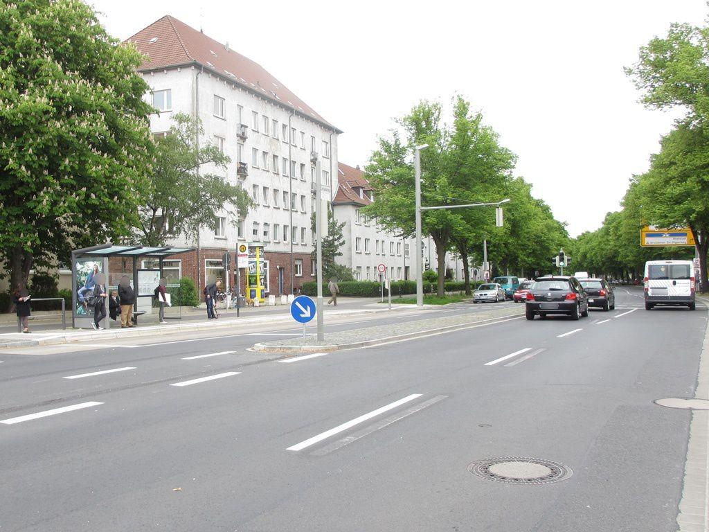 Johannes-Selenka-Platz außen