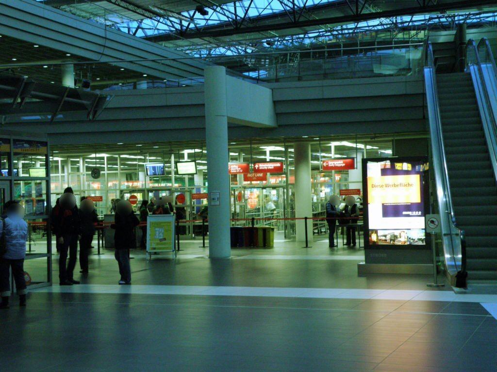 Flughafen - Aufgang Terrasse