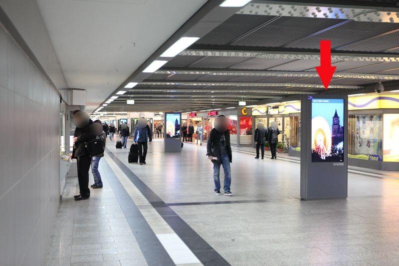 Hbf, Hauptpassage, zw. den 6 Aufzügen, 2