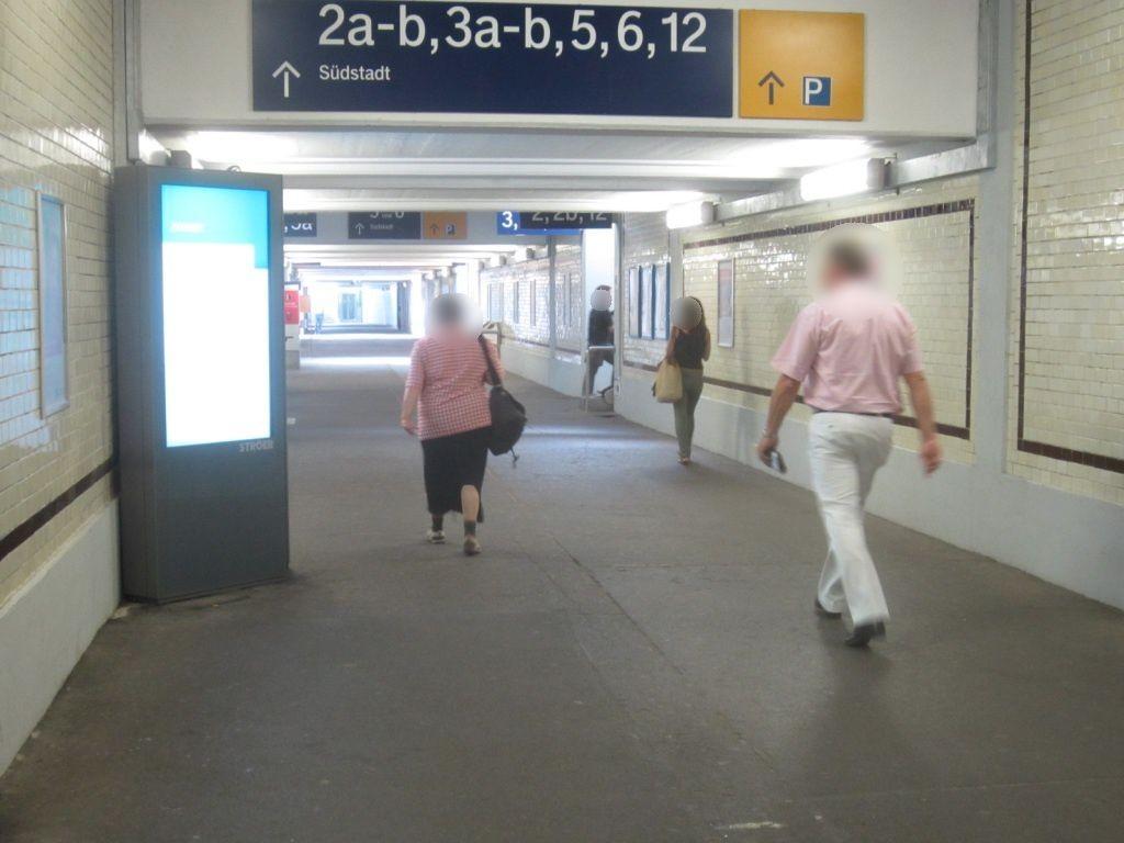 Hbf, Ufg.li. an Türfront Gleisbereich
