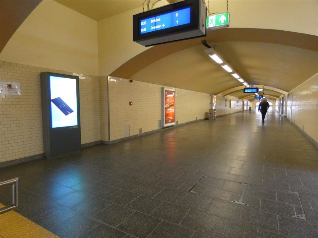 S-Bf. Neustadt, Durchgangsbereich B, links