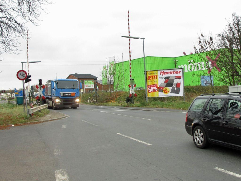 Wendebrück/Bahnübergang re./Zufahrt Mömax