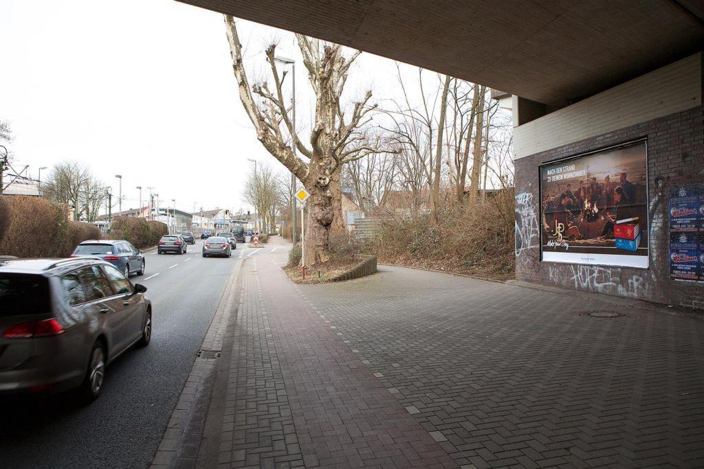 Bornstr./Nh. Derner Str./Bahn-Ufg. saw./1. Sto.