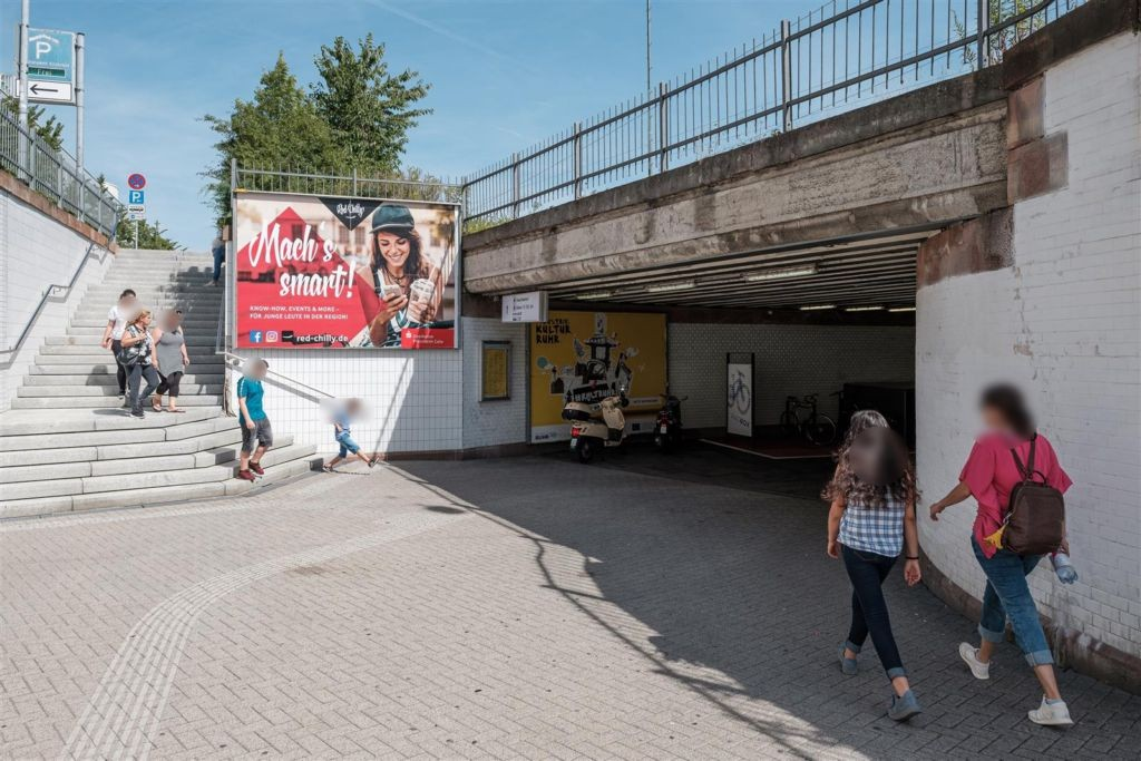 Hbf, Ausg. Güterstr. re. neb. Treppe