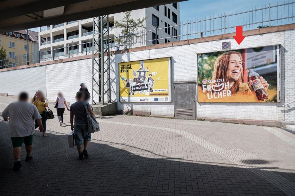 Hbf, Ausg. Güterstr. li. neb. Treppe