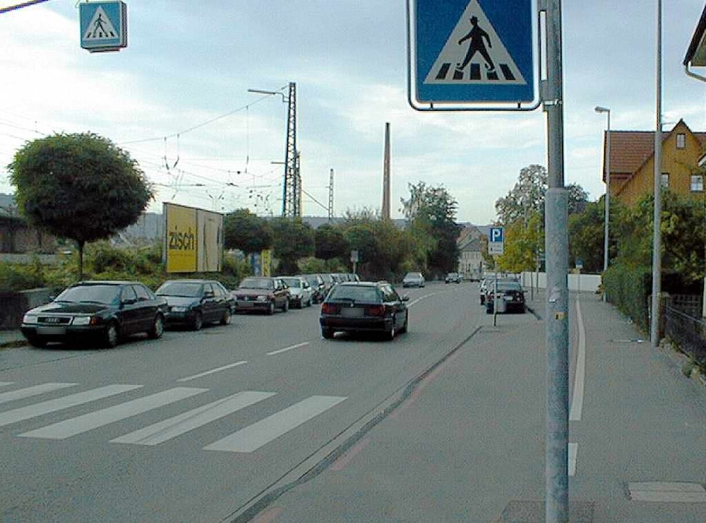 Grabenstr. re. neb. Fußgängersteg