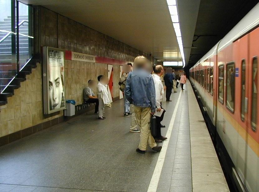 S-Bf Universität, Bstg. Gleis 1, 1. Sto.