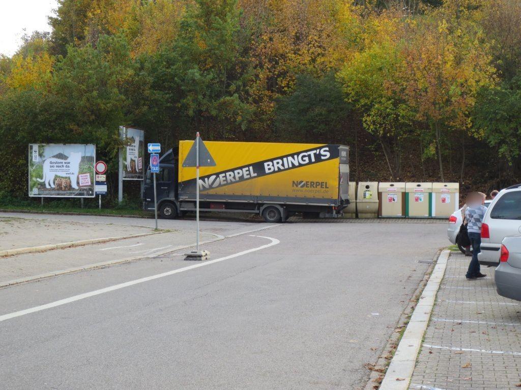 Hbf, Bf-Vorplatz, rechts vom EG