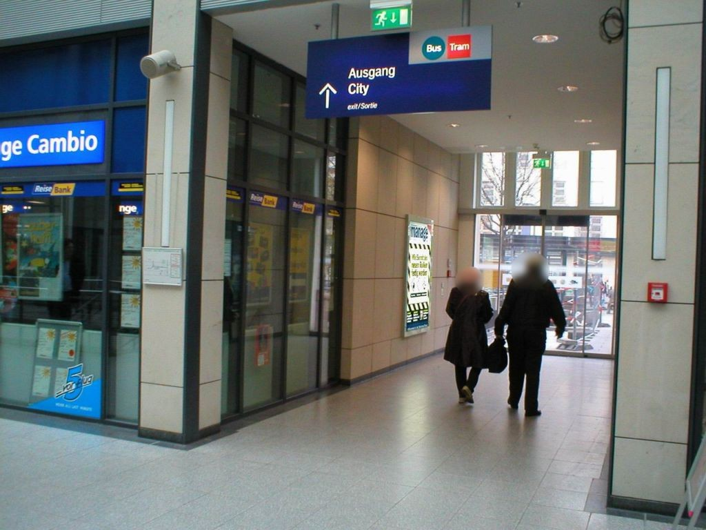 Hbf, Westmall,Passage, RichtungVorplatz, links