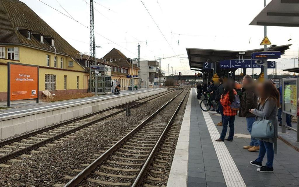 Bf Friedrichsfeld, Bstg., Gleis 1
