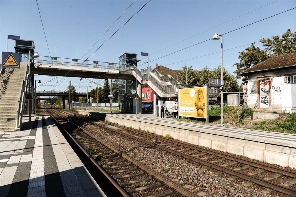 Bf Friedrichsfeld-Süd, Bstg., Gleis 1, 1. Sto.