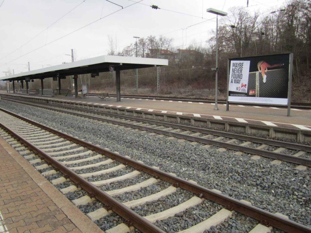 Bf Kitzingen, Bstg., Gleis 2/3, rechts Seite VS