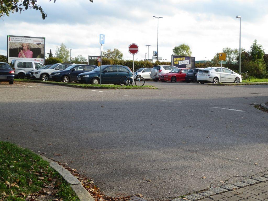 Bahnhofstr. 10 Sicht Parkplatz 1. Sto neb. Bahnhof