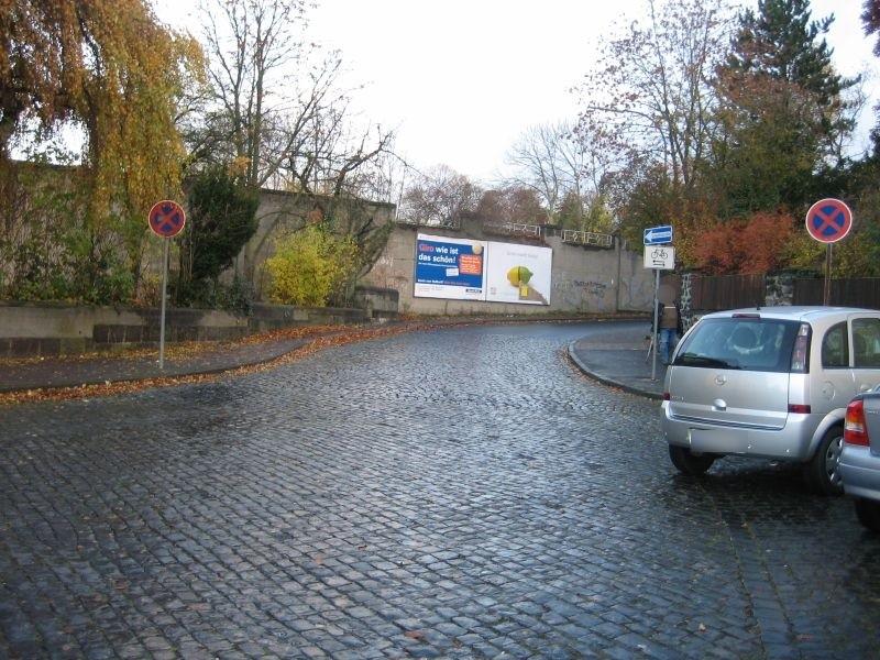 Bahnhofstr./neb. Bahnhofsgebäude/li.