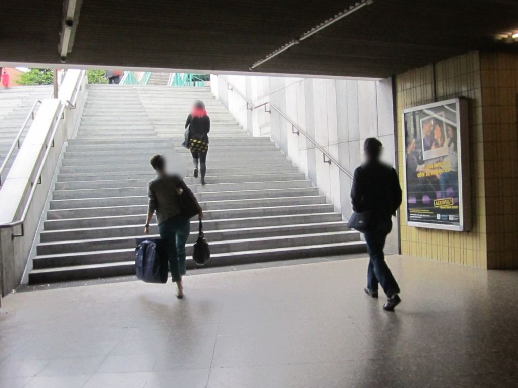 Neuperlach Zentrum/U-Bahn Ausg. PEP li.