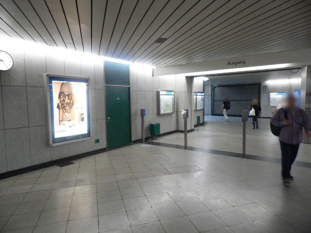 Forstenrieder Allee/Ostkopf geg. Rolltreppe