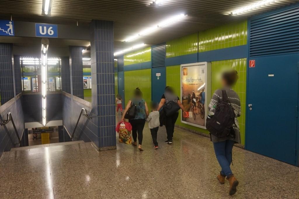 Westpark/Ostkopf zwischen Treppenaufgang li.