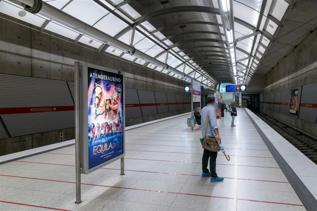 Messestadt Ost/Bahnsteig WS Gleis 1., 1.Sto.