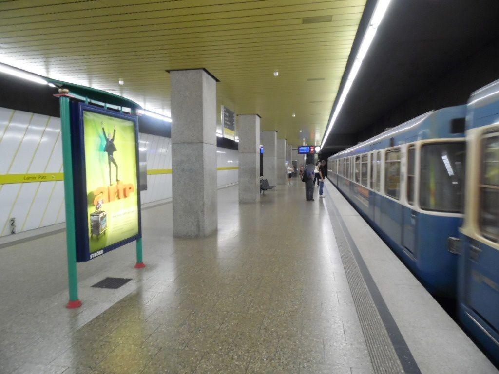 Laimer Platz/U-Bahnsteig Gleis 2, 2. Sto.