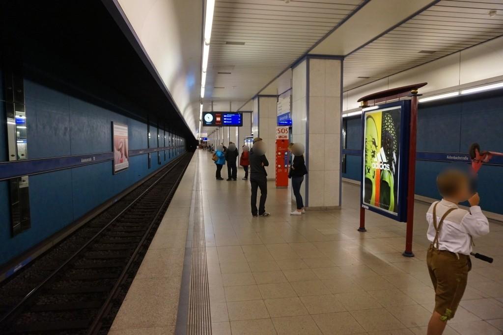 Aidenbachstr./U-Bahnsteig Gleis 1, 2. Sto.