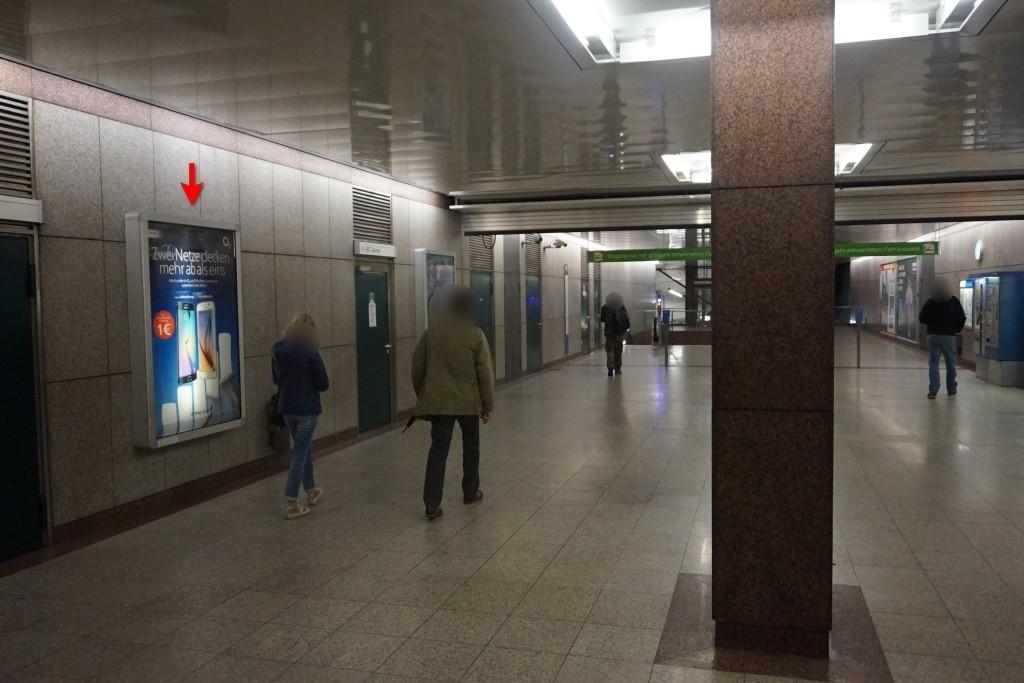 Milbertshofen Zug. Bahnsteig Süd li.