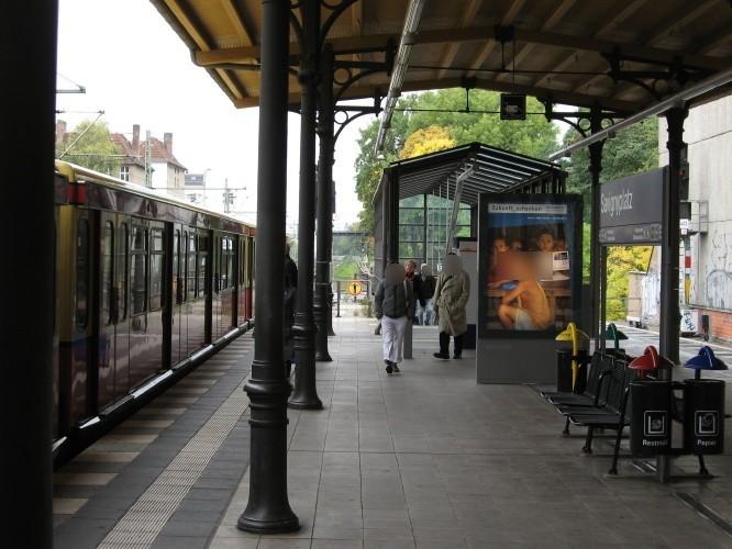S-Bf Savignyplatz,Bstg. an Treppe zur Schlüterstr.