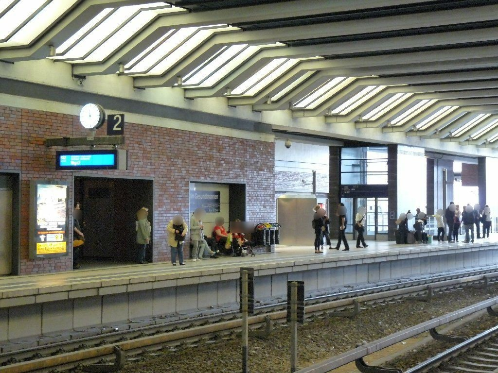 S-Bf Gesundbrunnen, Gl. 2 Nh. Aufg. v. U-Bahn