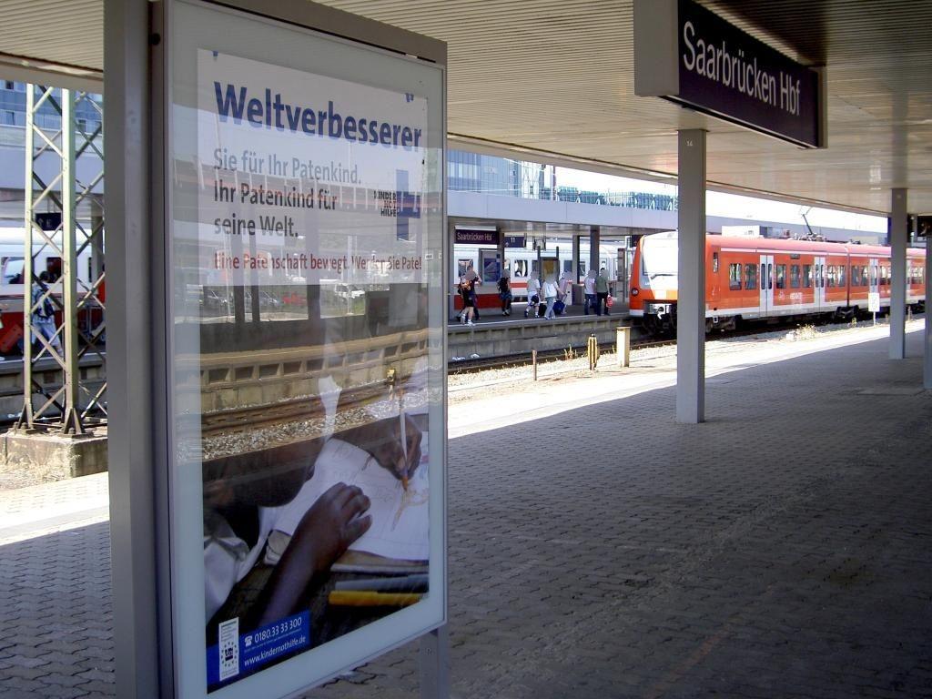 Hbf, Bstg. Gl. 16, vor Abg. z. Personentunnel