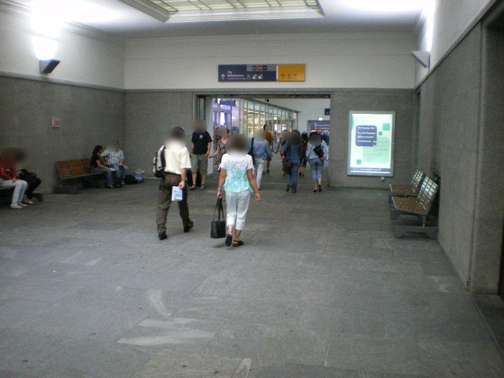 Basel Bad Bahnhof, re. neb. Durchgang