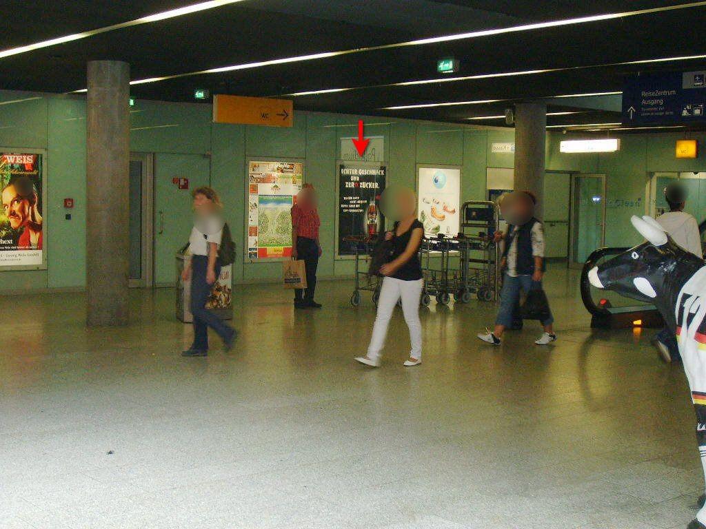 Hbf, Basement Lichthof, geg. Rolltreppe 7 Sto.