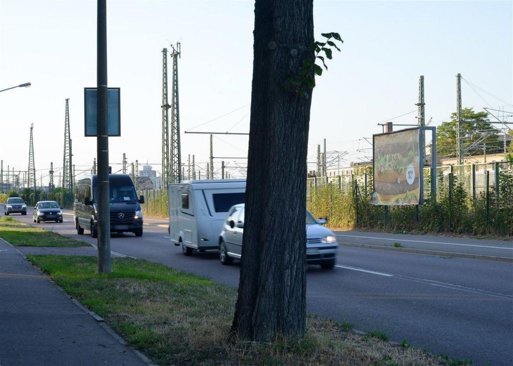 Raffineriestr.,sew., re, Nh.BÜ, 2 Sto.