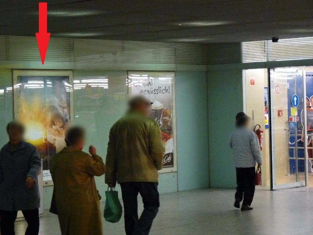 Bf Ostbahnhof, UG. vor Eingang Parkdeck, 2.Sto.