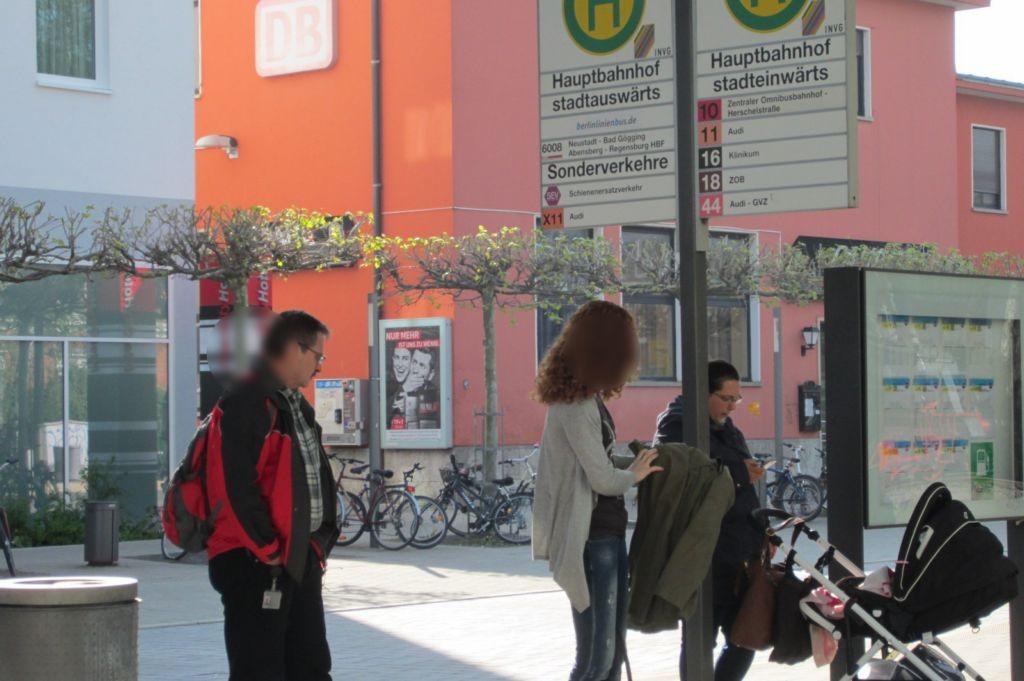 Hbf /zw. Bf-Gebäude und City-Hotel, Bus-Bf