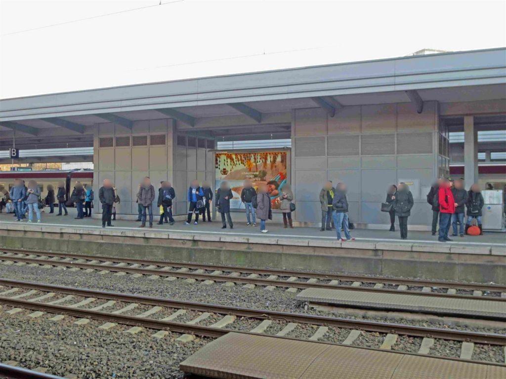 Hbf /Bstg. Gleis 4/Nh. Osttunnel/1. Sto.