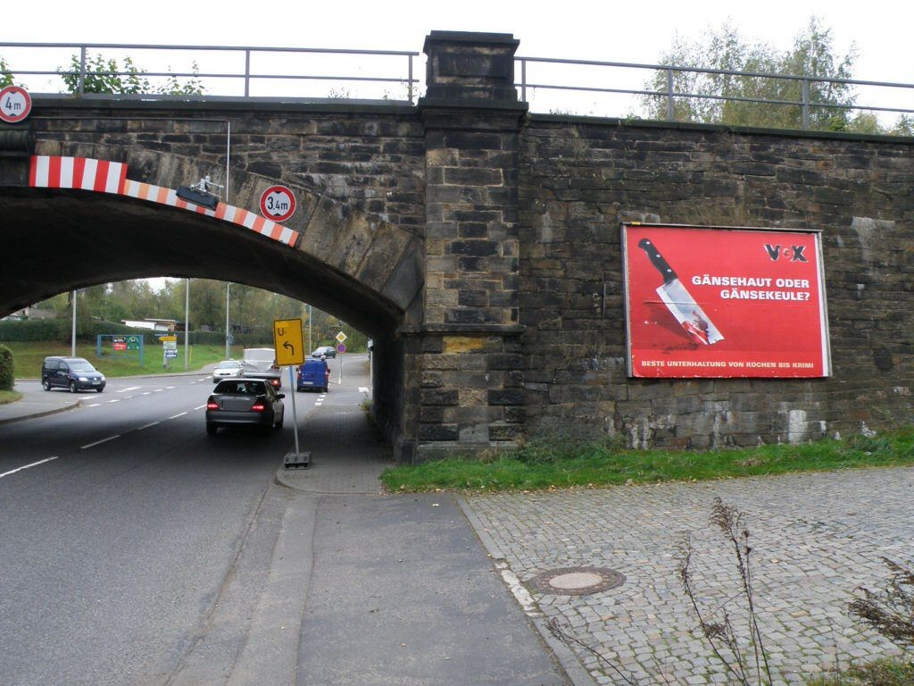 Berthelsdorfer Str.,zw. Ufg. quer