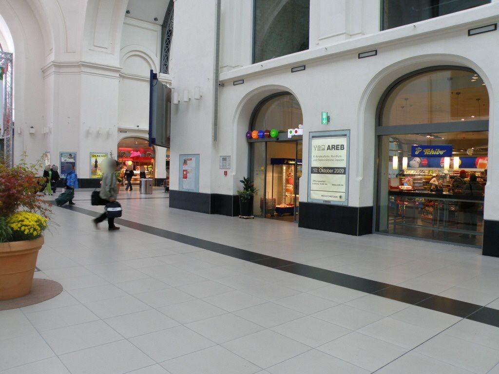Hbf, Längshalle, Ri. Hauptausgang, re. 1. Sto.