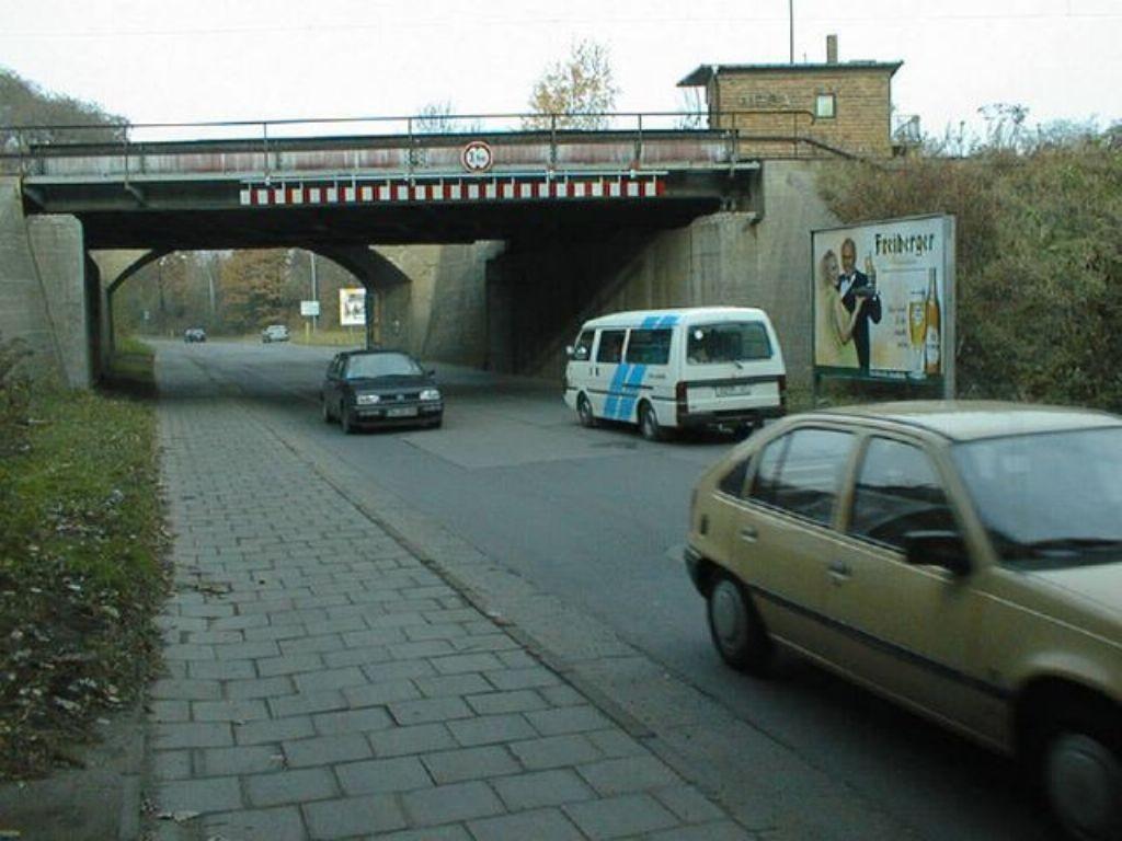 Rostocker Str. zw.Ufg., Ri.Canitzer Str. re.